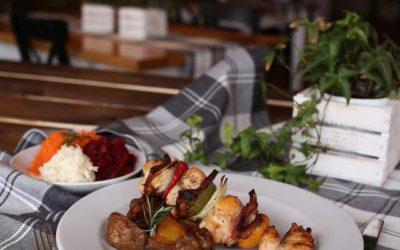 Potwierdzamy, że najpiękniejsze widoki są wprost z tarasu oraz okien naszej restauracji 😊👌🏻 kto się zgadza?