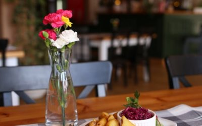 Jak mija Wam urlop w Zakopanem? 😉 wiemy co może go umilić, my oferujemy Wam fantastyczny widok na góry z naszego tarasu oraz samej restauracji 😊 rewelacyjną, regionalną kuchnię🍴👌🏻