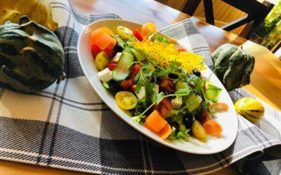 Zapraszamy na danie dnia 🍁❤️🍽 Zupa ogórkowa z ryżem Sałatka z kurczakiem lub sałatka grecka z fetą Kompot