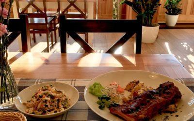 Witamy w słoneczny wtorek 👌❄️☀️🏔 W ten piękny dzień zapraszamy Was na: 🔸🥣 Zupkę koperkową 🔸🍽 Żeberko w sosie barbecue z opiekanymi ziemniaczkami i surówką z kapusty pekińskiej 🔸Kompot owocowy Jedzenie i piękne widoki należy odpowiednio celebrować 👌😍❄️💙 Zapraszamy 🙂🙂