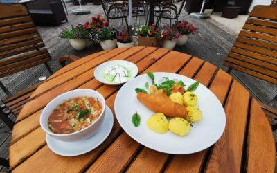 Witamy w poniedziałek! 😁 Na dobry początek tygodnia zapraszamy na: 🥄Pyszny kapuśniak z młodej kapusty 🍲 🍴Kotlet De Volaille z gotowanymi ziemniakami i mizerią. Do zobaczenia na miejscu ☺️