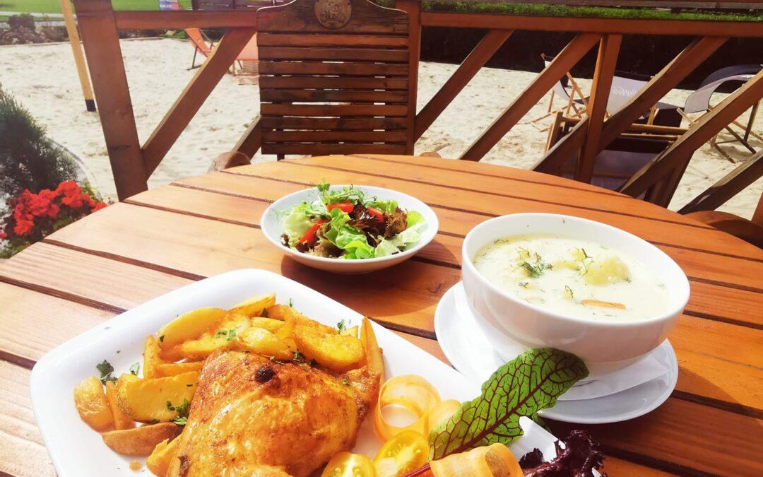 🌲Witamy w Czwartek 🌲👋 W dniu dzisiejszym serdecznie zapraszamy na: ✅Zupę kalafiorową ✅Udko pieczone z kurczaka z ziemniakami opiekanymi i bukietem sałat z winegret ❗Smacznego❗😁