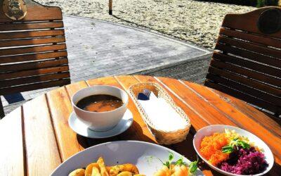 ▫️Witajcie we Wtorek! 👋😁 ▫️ W dniu dzisiejszym mamy dla Was:▫️ 🥄 Flaczki 🥣 🍴Panierowany filet z kurczaka z ziemniakami opiekanymi i zestawem surówek🍛 Zapraszamy!