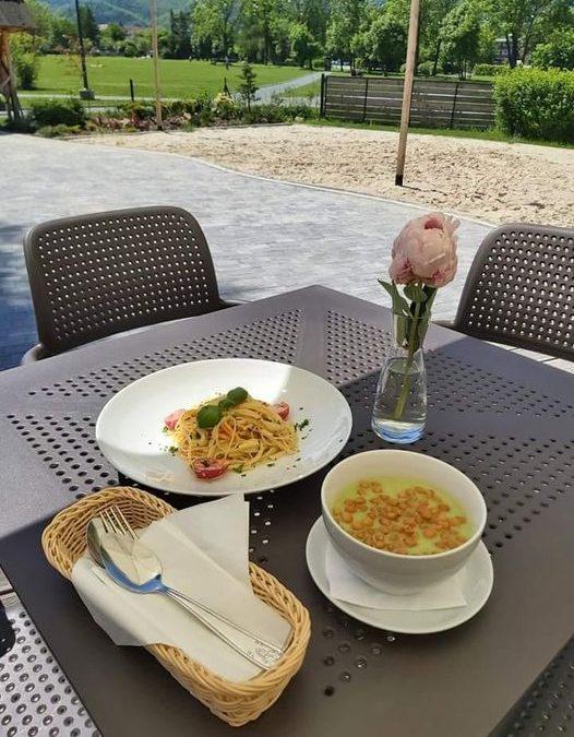 ☀️Dzień dobry we Wtorek😄😍 ☀️Dzisiaj na obiad proponujemy: 🔶ZUPA (jedna do wyboru): 🥄Zupa koperkowa z makaronem  ✅ Krem z zielonego groszku z groszkiem ptysiowym (V) 🔶DANIE GŁÓWNE (jedno do wyboru): 🍴Filet z kurczaka panierowany z frytkami i surówka z kapusty pekińskiej  ✅ Spaghetti z warzywami w sosie śmietanowym (V)  Cena zestawu: 25.00 ZŁ  Zapraszamy 😋