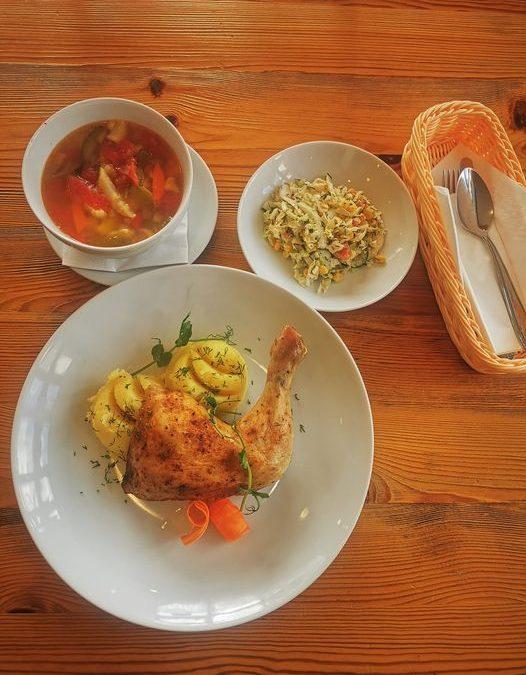 👋 Witajcie w czwartek!😁 Na dzisiejszy obiad proponujemy: ➡️DANIE DNIA⬅️ ▫️ZUPA (jedna do wyboru): 🥄 Zupa grochowa na wędzonce  🥄🌱 Zupa jarzynowa Minestrone (V) ▫️ DANIE GŁÓWNE (jedno do wyboru): 🍴Udko pieczone z ziemniakami puree i surówką z kapusty pekińskiej  🍴🌱Zapiekany ryż z jabłkami ze śmietaną (V) 🍕 Polecamy również naszą PIZZĘ w wielu wariantach do wyboru 🍕 ❗ Zapraszamy❗👋❤️