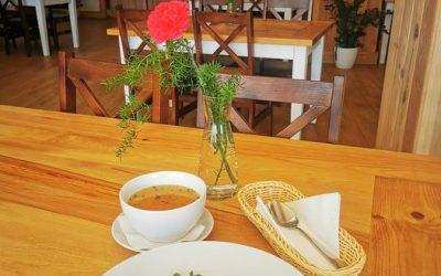 Witamy w Piątek 😄 ➡️DANIE DNIA⬅️  ▫️ZUPA (jedna do wyboru): 🥄 Zupa z soczewicy z ziemniakami  🥄🌱 Krem brokułowy z grzankami  (V) ▫️ DANIE GŁÓWNE (jedno do wyboru): 🍴Jajko sadzone z kalafiorem i ziemniakami puree  🍴🌱Kotleciki gryczane w sosie pieczarkowym i surówką z buraczków (V) 🍕 Polecamy również naszą PIZZĘ w wielu wariantach do wyboru 🍕 ❗ Zapraszamy❗👋❤️